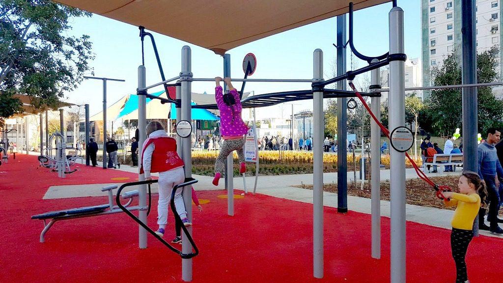 שלב א' בפארק אביב הכולל את מתקן המשחקים הגדול ביותר, מתקני כושר, ספסלים ופינות הצללה
