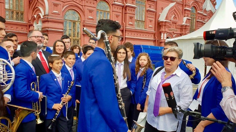תזמורת הנוער העירונית של לוד על הבמה בכיכר האדומה במוסקבה