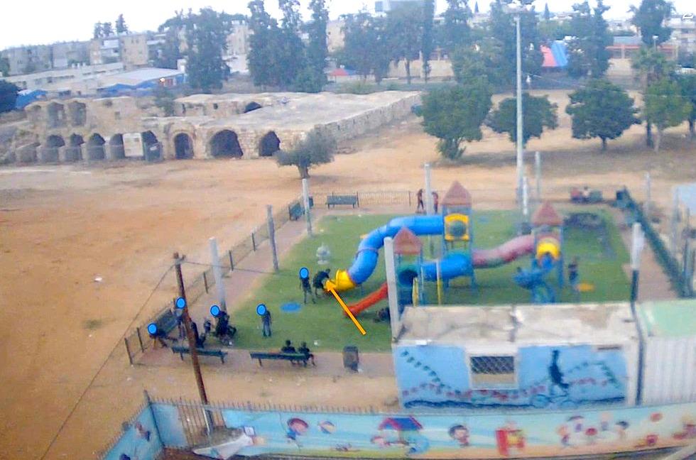 מצלמות הביטחון בלוד הביאו ללכידת נערים החשודים בהצתת מתקן משחקים