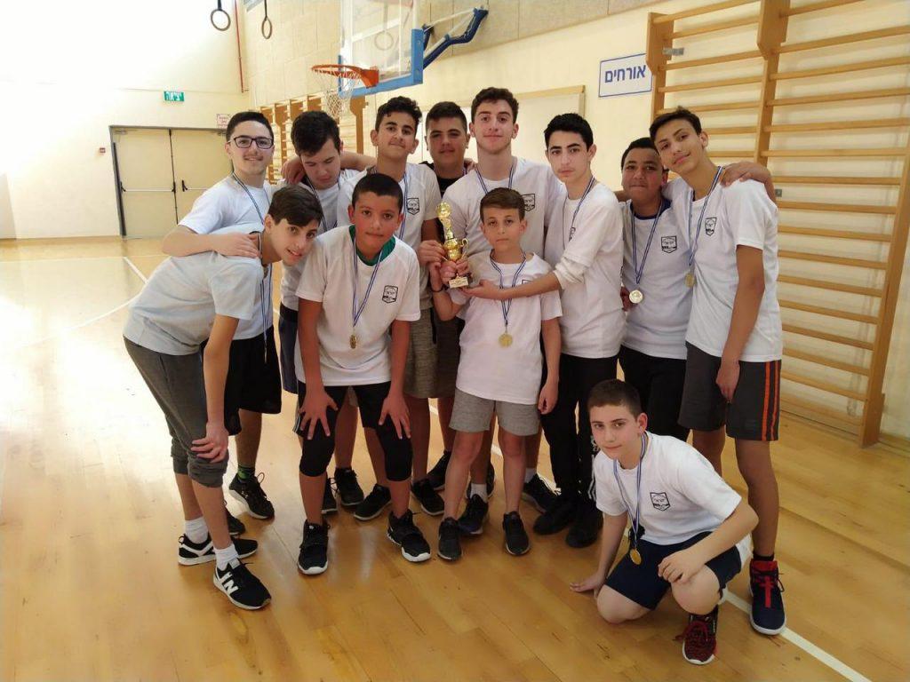 """בי""""ס הראל זכה באליפות בתי הספר לכיתות ז'-ח' בכדרוסל"""