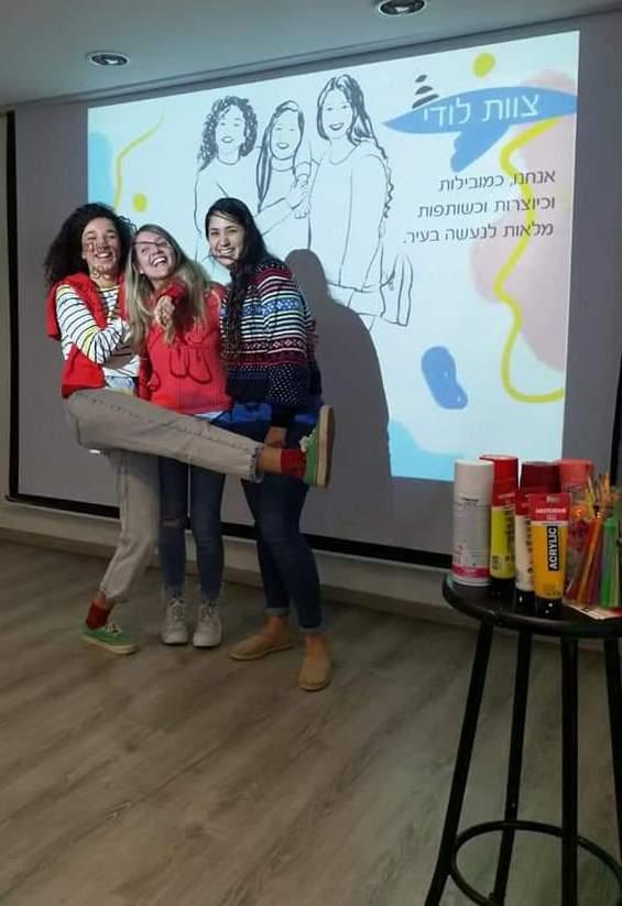 צוות לודי, סטודנטיות מציגות את עבודת הגמר בנושא מגדל המים בגן אברהם