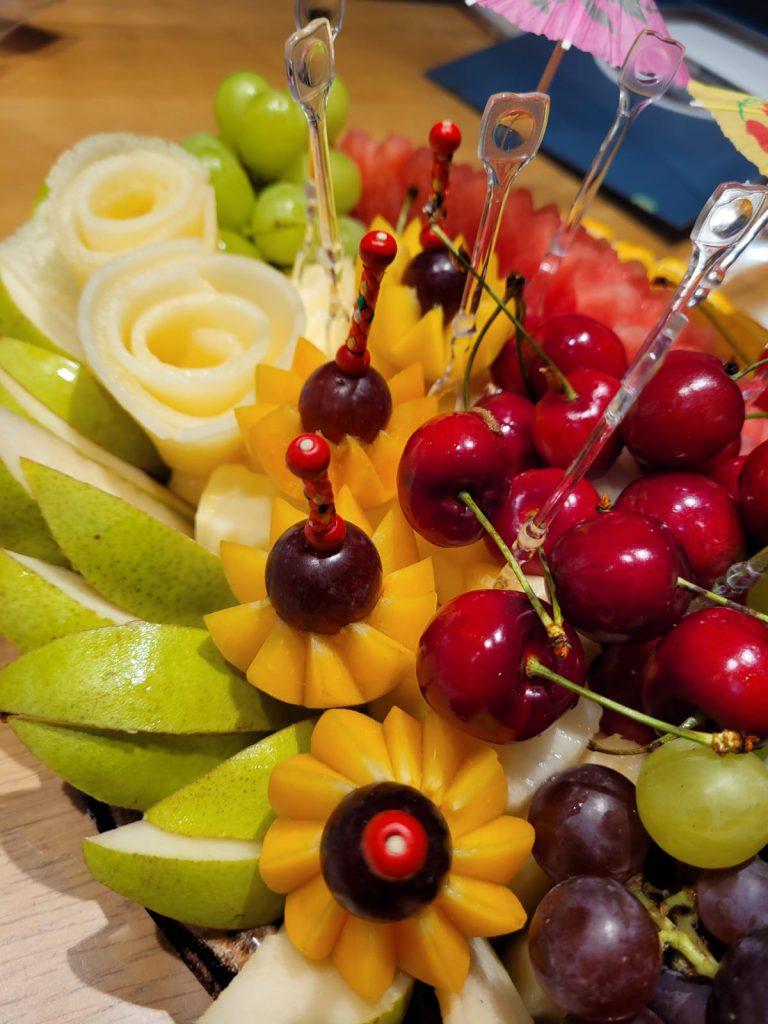 מתי ואיך לבצע הזמנה של מגשי פירות מיוחדים?